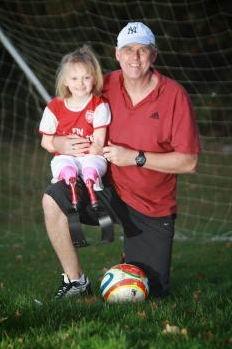 Inspiratif! Tak Punya Tangan dan Kaki, Seorang Anak Masih Mampu Bermain Bola