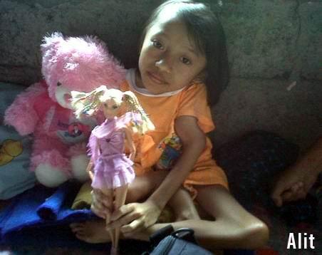 Terlahir Lumpuh Mampu Ciptakan Busana Barbie Kebaya Bali