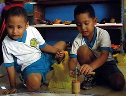 10 Permainan Klasik Khas Indonesia Yang Terlupakan : GASING