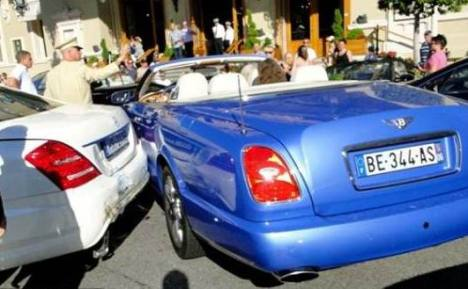 Tabrakan Termahal di Dunia : Bentley vs Mercedes Benz, Porsche, Ferrari dan Aston Martin